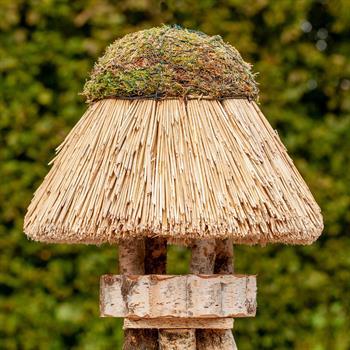 930406-1-voss.garden-birdhouse-amrum-thatched-roof-round-Ø-45-cm.jpg