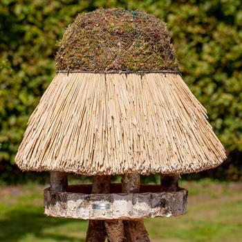 930412-1-voss.garden-birdhouse-foehr-round-thatch-roof-xl-Ø-65-cm.jpg