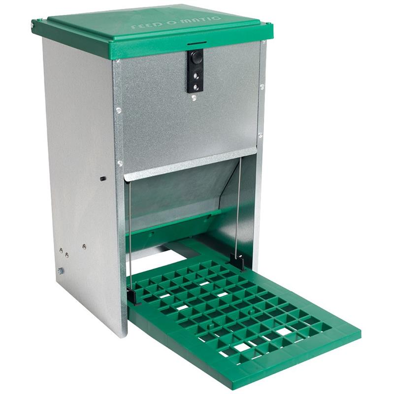 560049-feedomatic-poultry-feeder-with-footboard-8kg.jpg