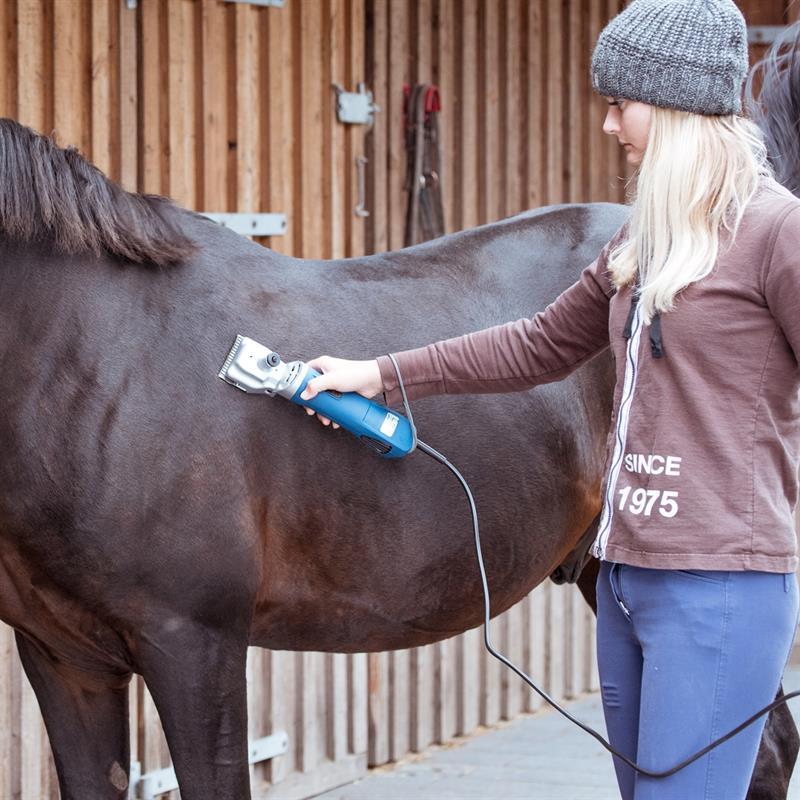 85307.uk-8-voss.farming-proficut-horse-clippers-blue.jpg