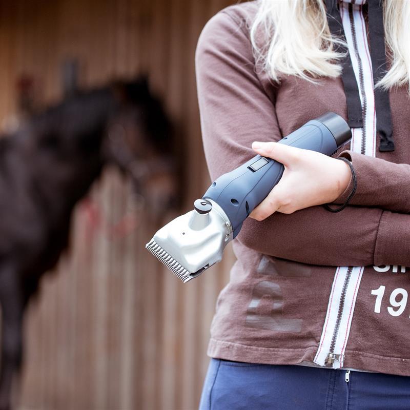 85345.uk-5-voss.farming-proficut-go-horse-clipper-battery-powered-blue-cordless.jpg