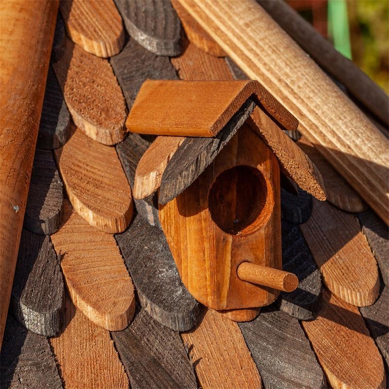 930307-10-voss.garden-wooden-birdhouse-autumn-leaves-stand.jpg