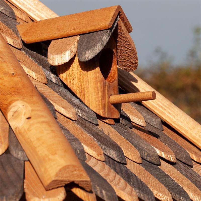 930307-4-voss.garden-wooden-birdhouse-autumn-leaves-stand.jpg