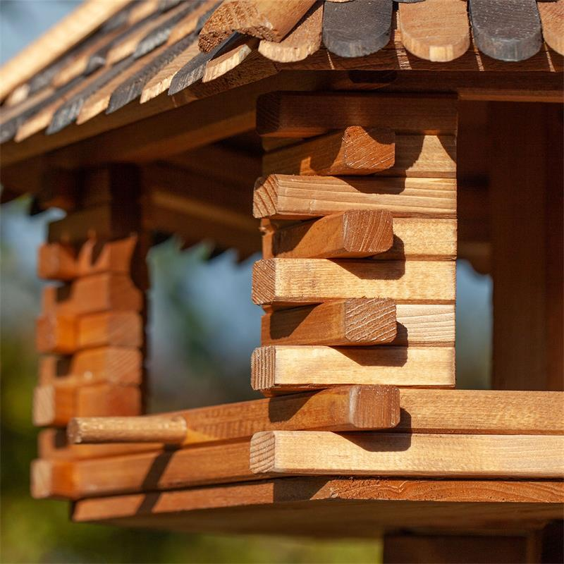 930307-5-voss.garden-wooden-birdhouse-autumn-leaves-stand.jpg