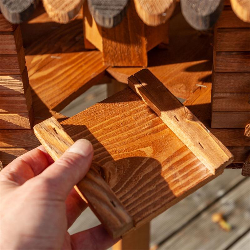 930307-8-voss.garden-wooden-birdhouse-autumn-leaves-stand.jpg