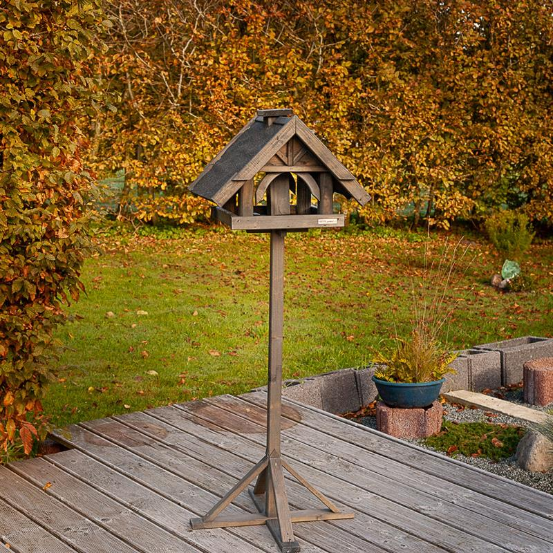 930316-2-voss.garden-birdhouse-bird-table-rydbo.jpg