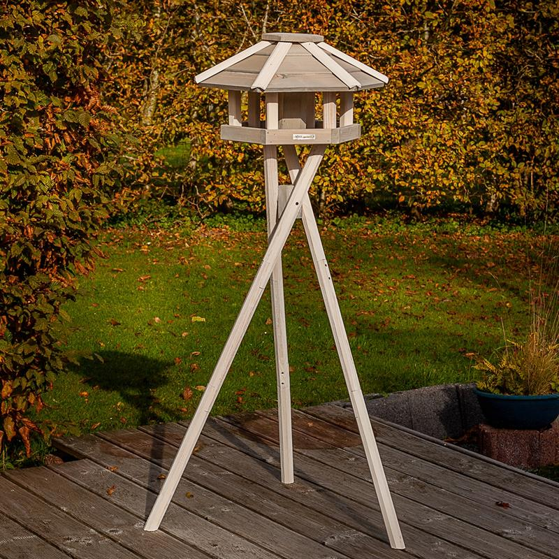 930330-2-voss.garden-birdhouse-bird-table-valbo.jpg