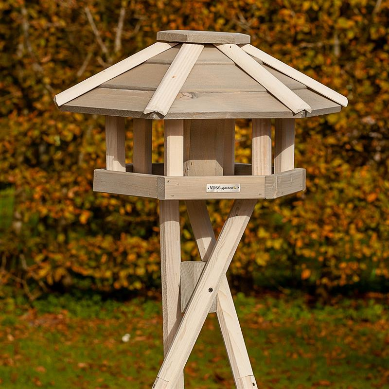 930330-9-voss.garden-birdhouse-bird-table-valbo.jpg