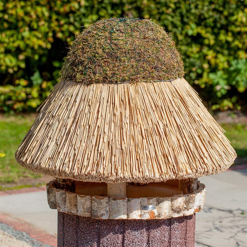 930415-8-voss.garden-birdhouse-foehr-round-thatch-roof-xl-Ø-80-cm.jpg